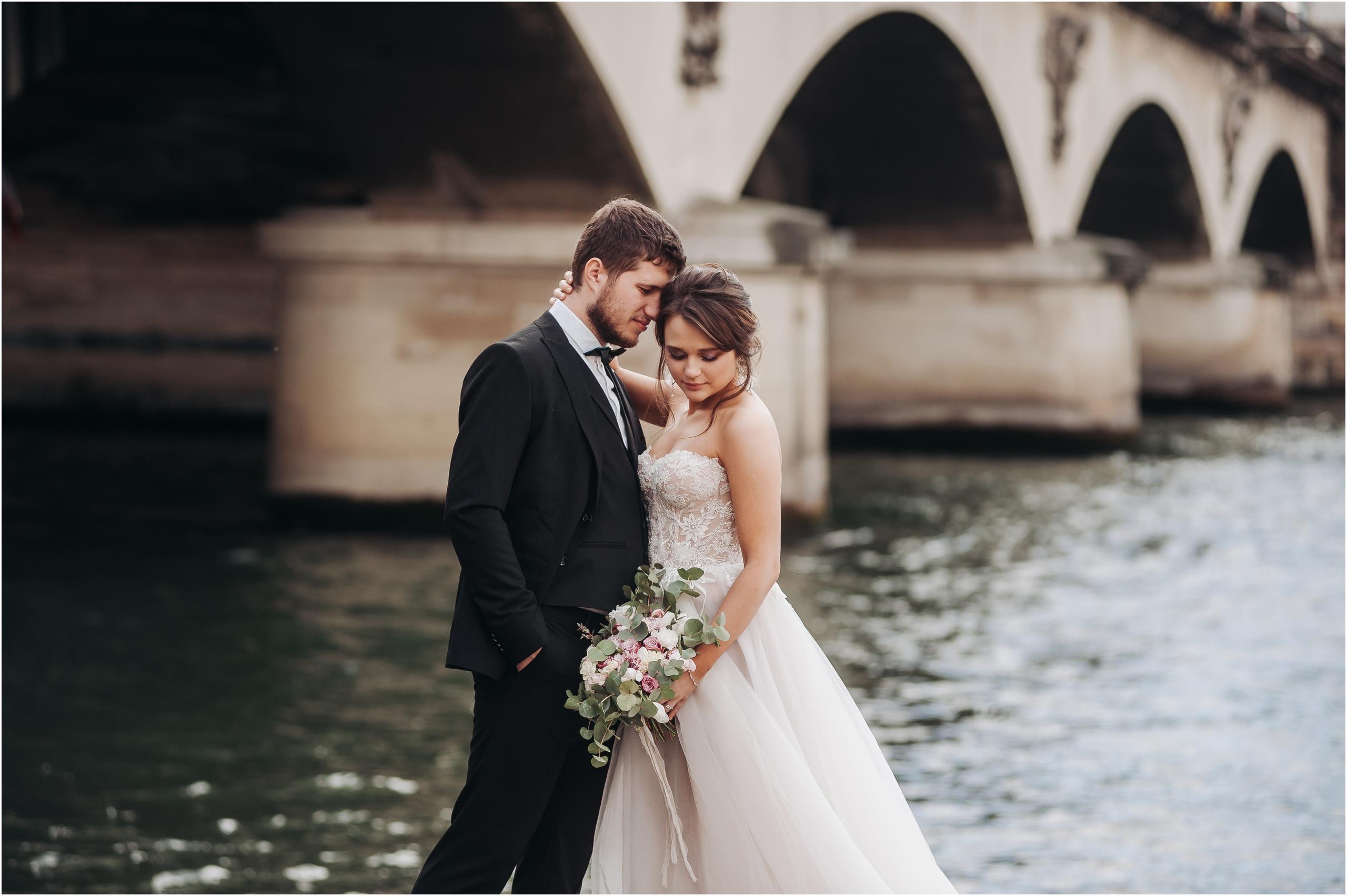 называемый богатый цвет обработки свадебных фото расположен